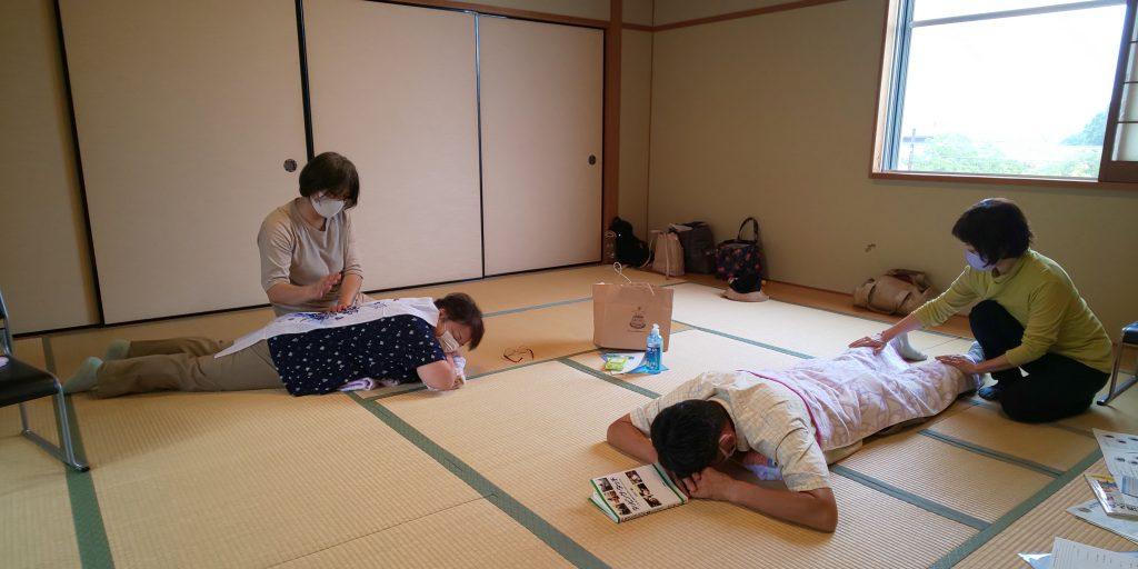 タッピングタッチを楽しむ集い ほっこり会 和室にて開催
